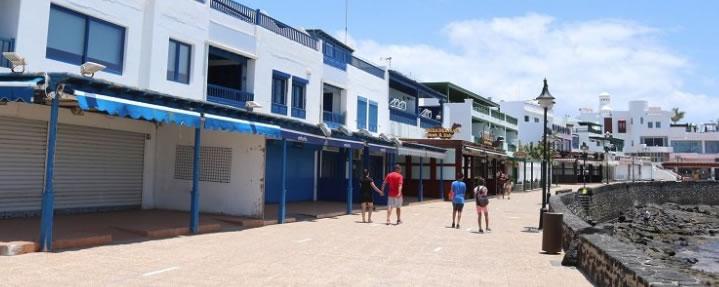 Full Beaches of Lanzarote with Few Places to Eat and Drink